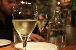 Hellys-Deli-Cafe-White-Wine